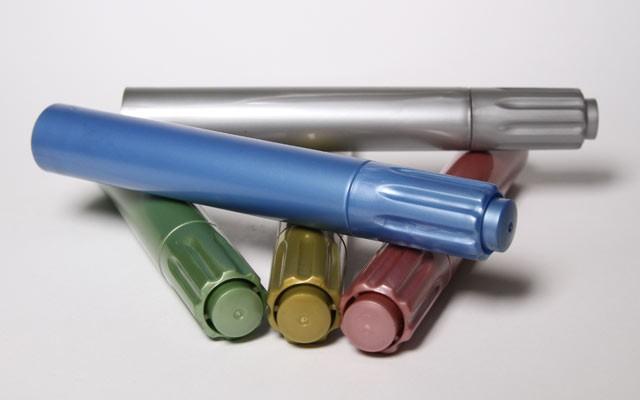 Marcador con tinta metálica